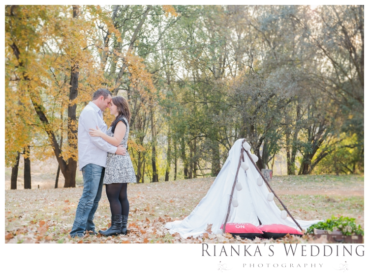 riankas weddings picnic engagement shoot0012