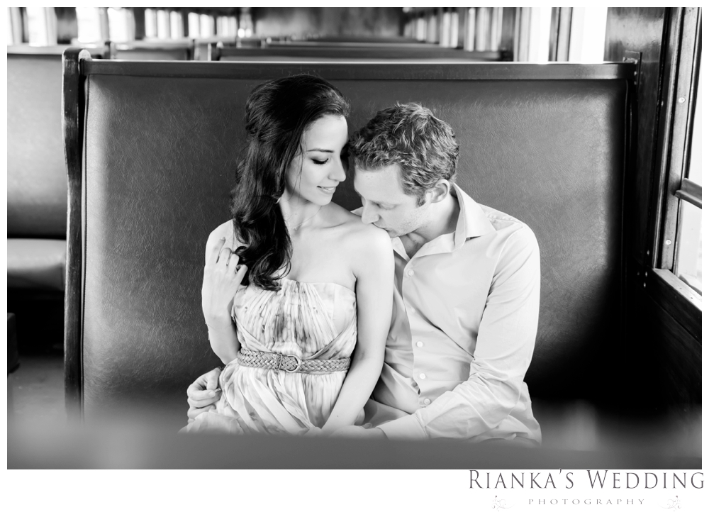 riankas wedding photography hanieh dario engagement train susnset shoot_00001