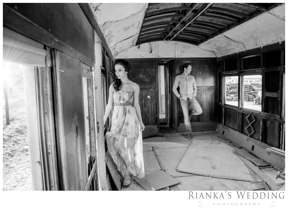 riankas wedding photography hanieh dario engagement train susnset shoot_00014