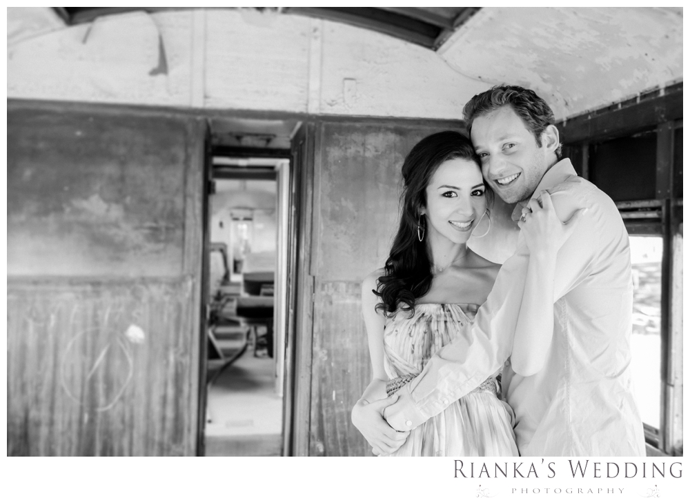 riankas wedding photography hanieh dario engagement train susnset shoot_00016