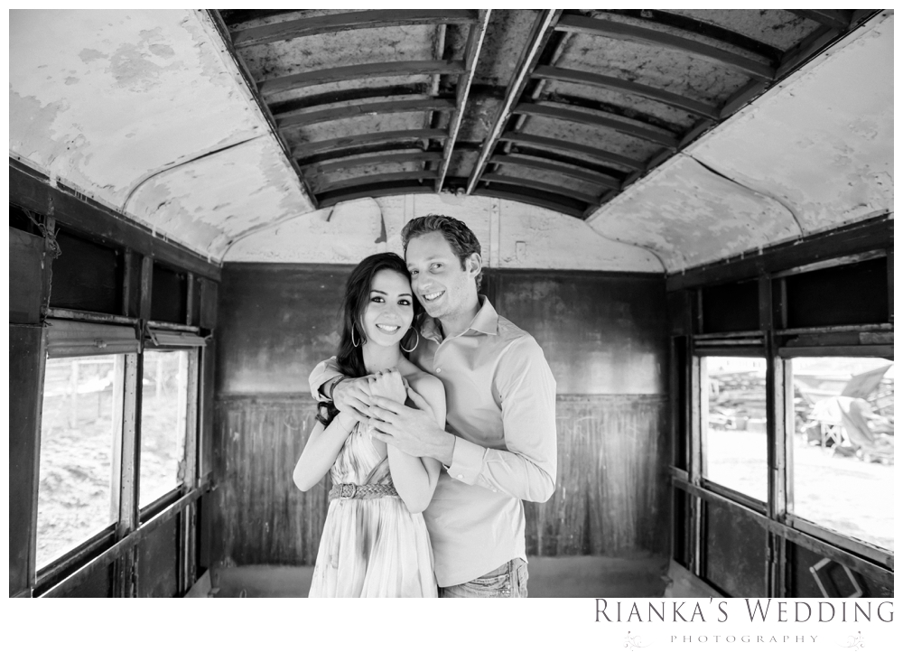 riankas wedding photography hanieh dario engagement train susnset shoot_00018