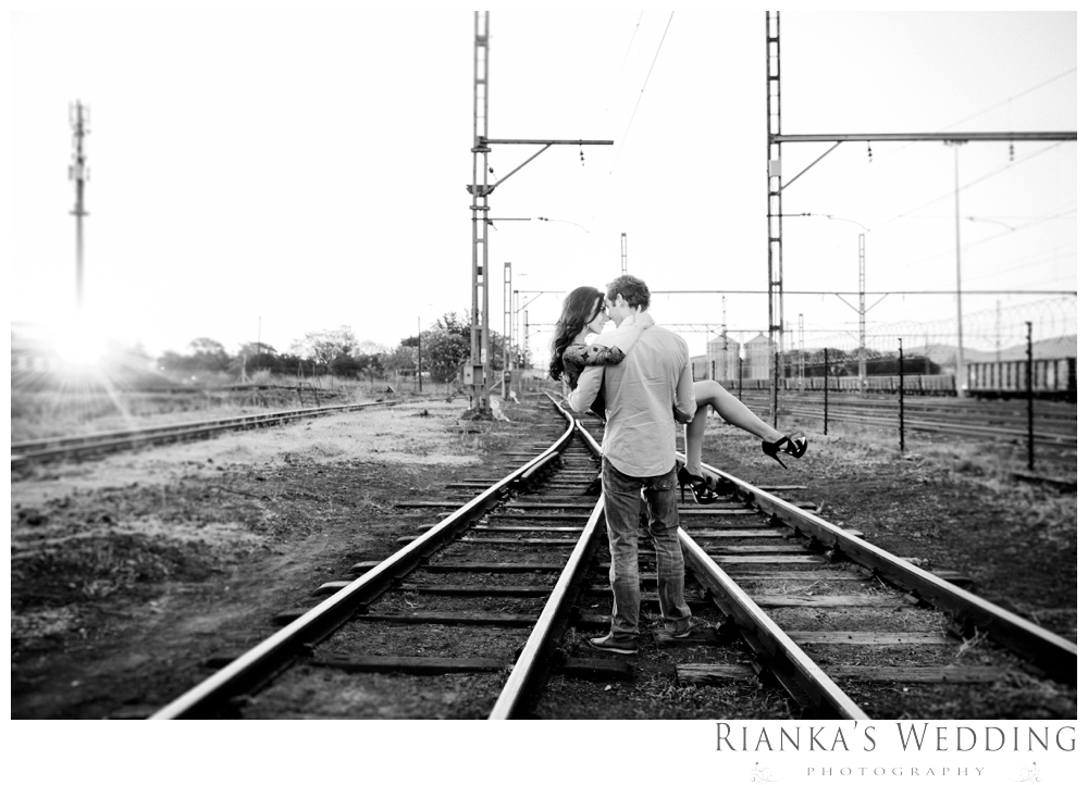 riankas wedding photography hanieh dario engagement train susnset shoot_00027
