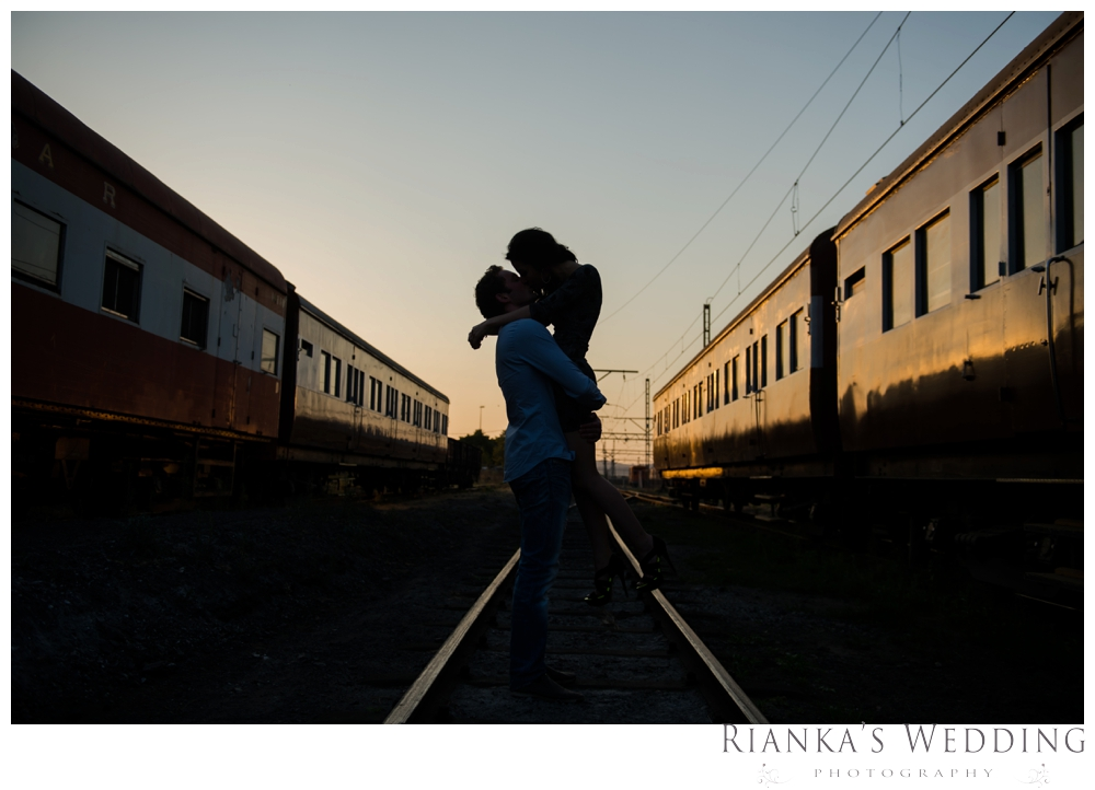 riankas wedding photography hanieh dario engagement train susnset shoot_00030