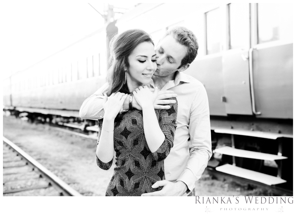 riankas wedding photography hanieh dario engagement train susnset shoot_00033