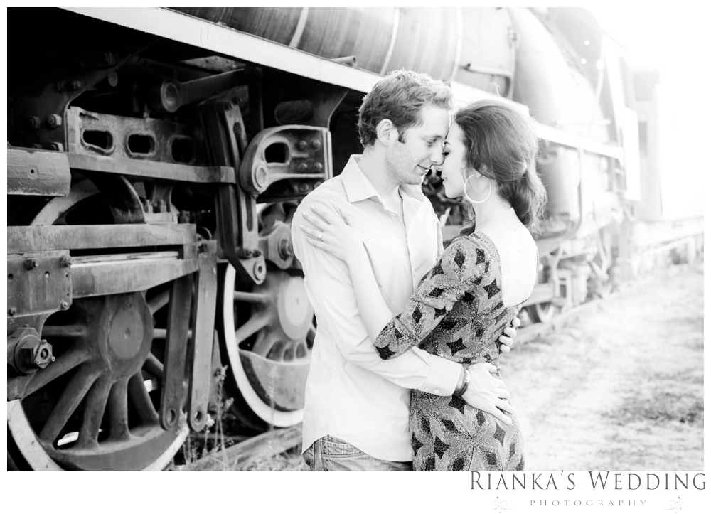 riankas wedding photography hanieh dario engagement train susnset shoot_00039