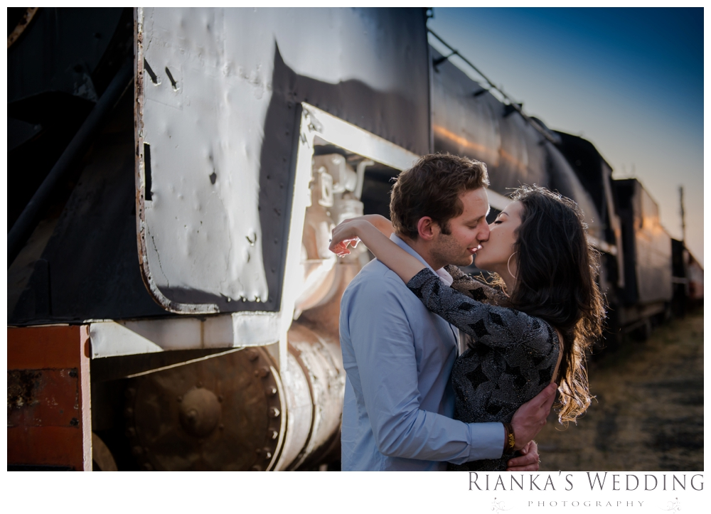 riankas wedding photography hanieh dario engagement train susnset shoot_00041