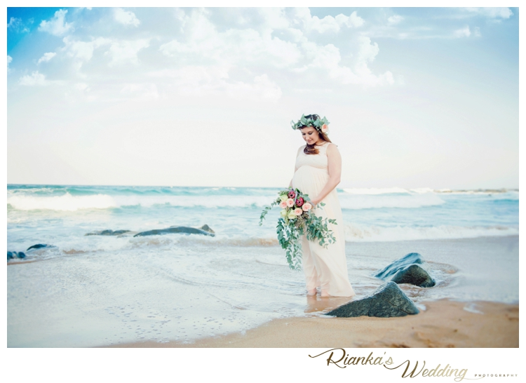 riankas weddings maternity sand beach shoot00013
