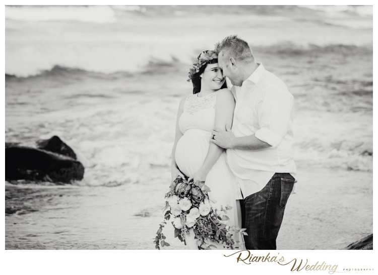 riankas weddings maternity sand beach shoot00016