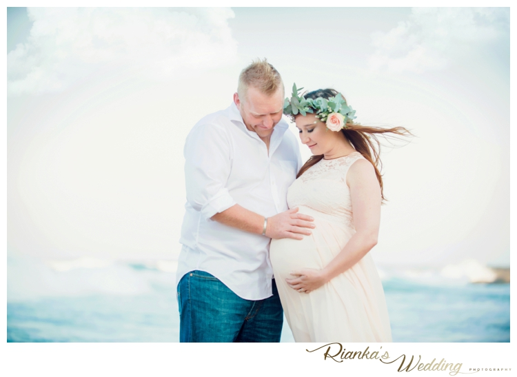 riankas weddings maternity sand beach shoot00020