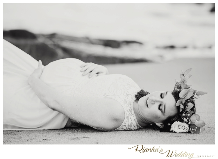 riankas weddings maternity sand beach shoot00022