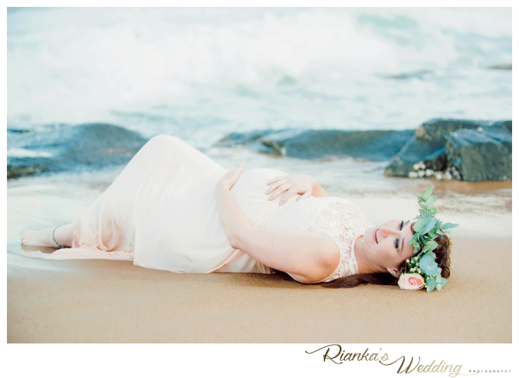 riankas weddings maternity sand beach shoot00027