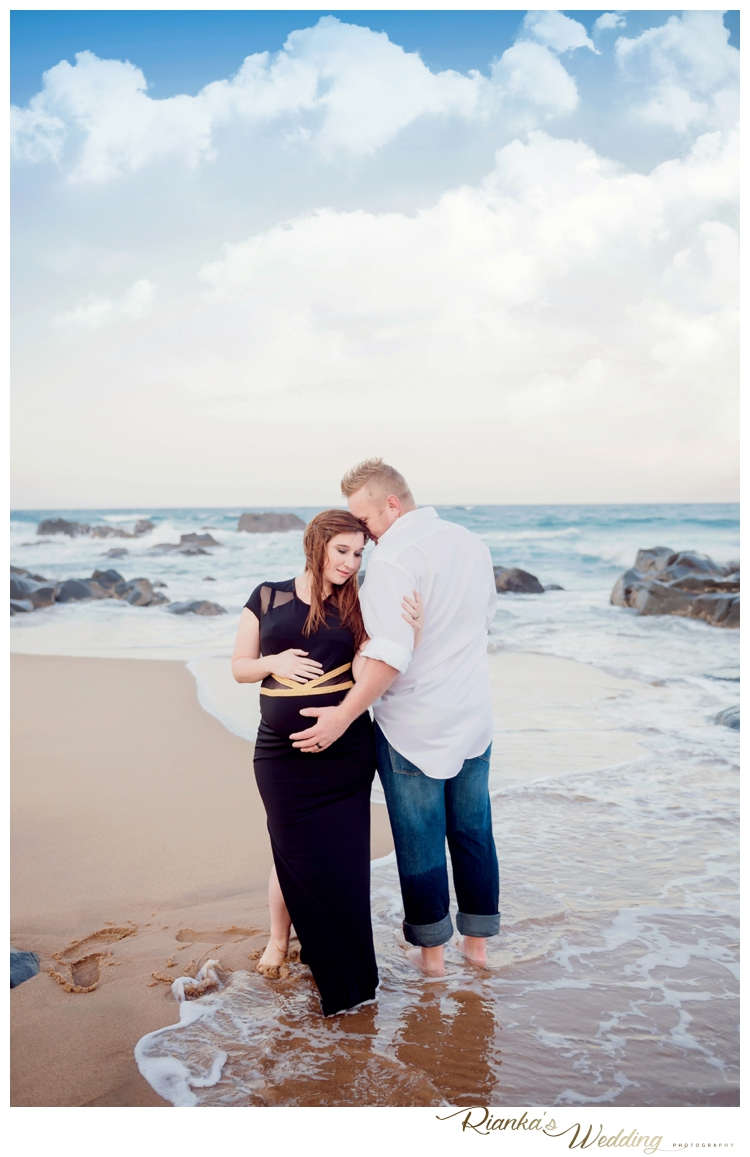riankas weddings maternity sand beach shoot00030