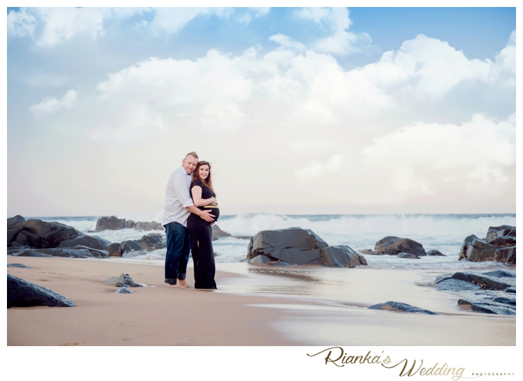 riankas weddings maternity sand beach shoot00031
