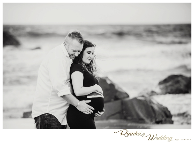 riankas weddings maternity sand beach shoot00034