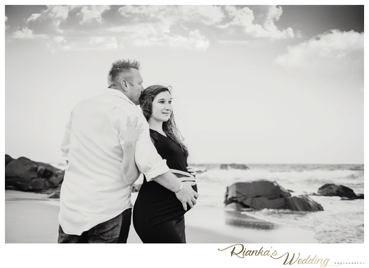 riankas weddings maternity sand beach shoot00036