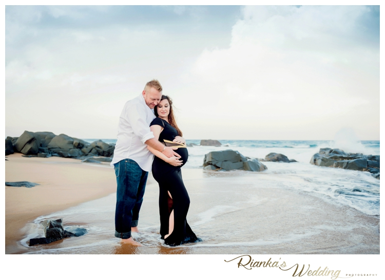 riankas weddings maternity sand beach shoot00040
