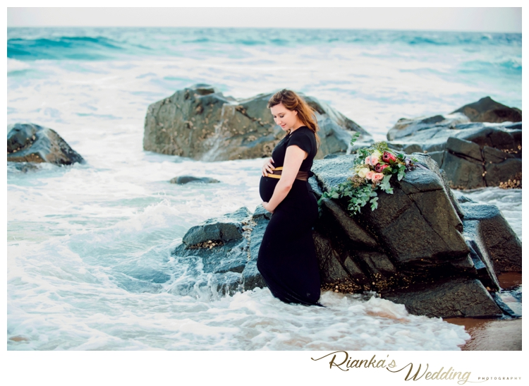 riankas weddings maternity sand beach shoot00044